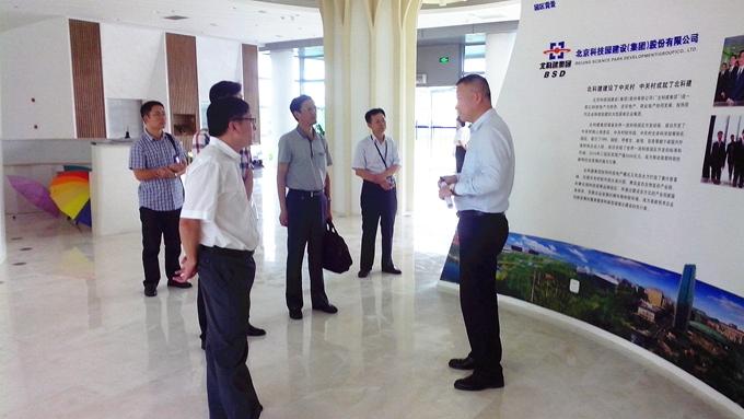 青岛高新区创业服务部负责人,青岛公司招商总监郑毅等陪同考察.
